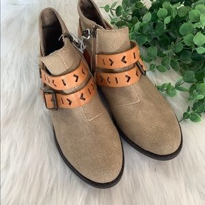 Blowfish NWOT Canvas Booties Size 7